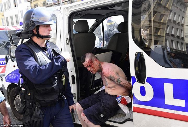 cảnh sát bắt giữ bạo động